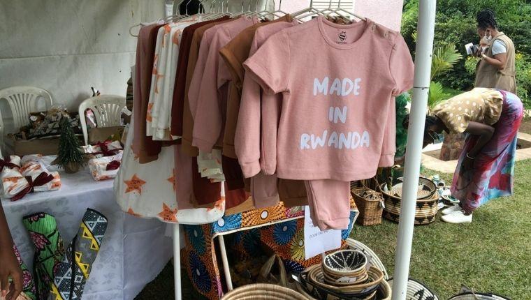 Made in RwandaTシャツ